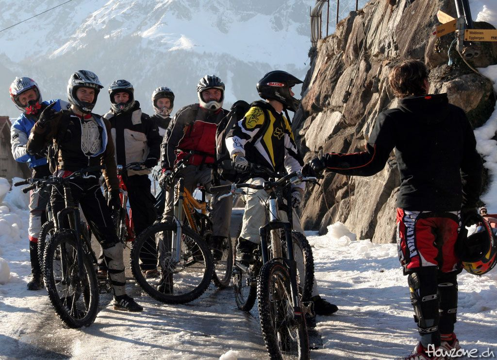 snow-bike-downhill-bunch-team-group