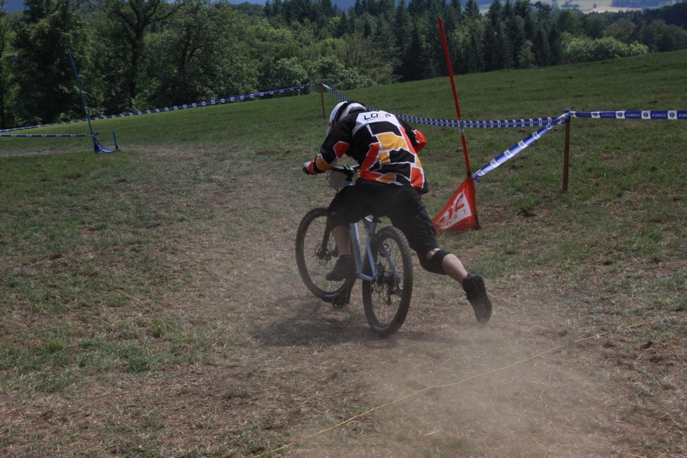 Swiss 4Cross Cup 2012 Zunzgen - Auch glimpfliche Stürze gab es einige in Zunzgen (Fotograf: Nadja Trachsel)