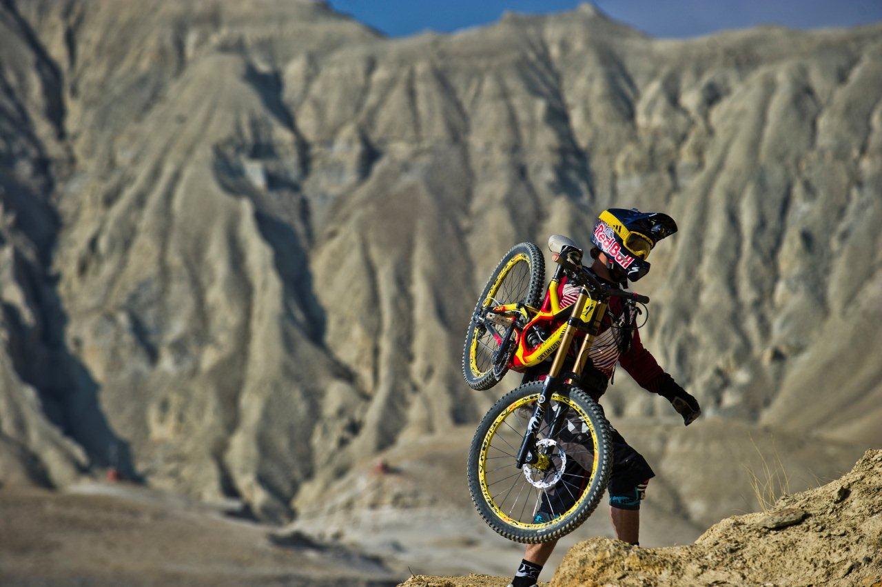 Darren Berrecloth beim Bike & Hike in Nepal (Foto: Blake Jorgensen) - Where the trail ends