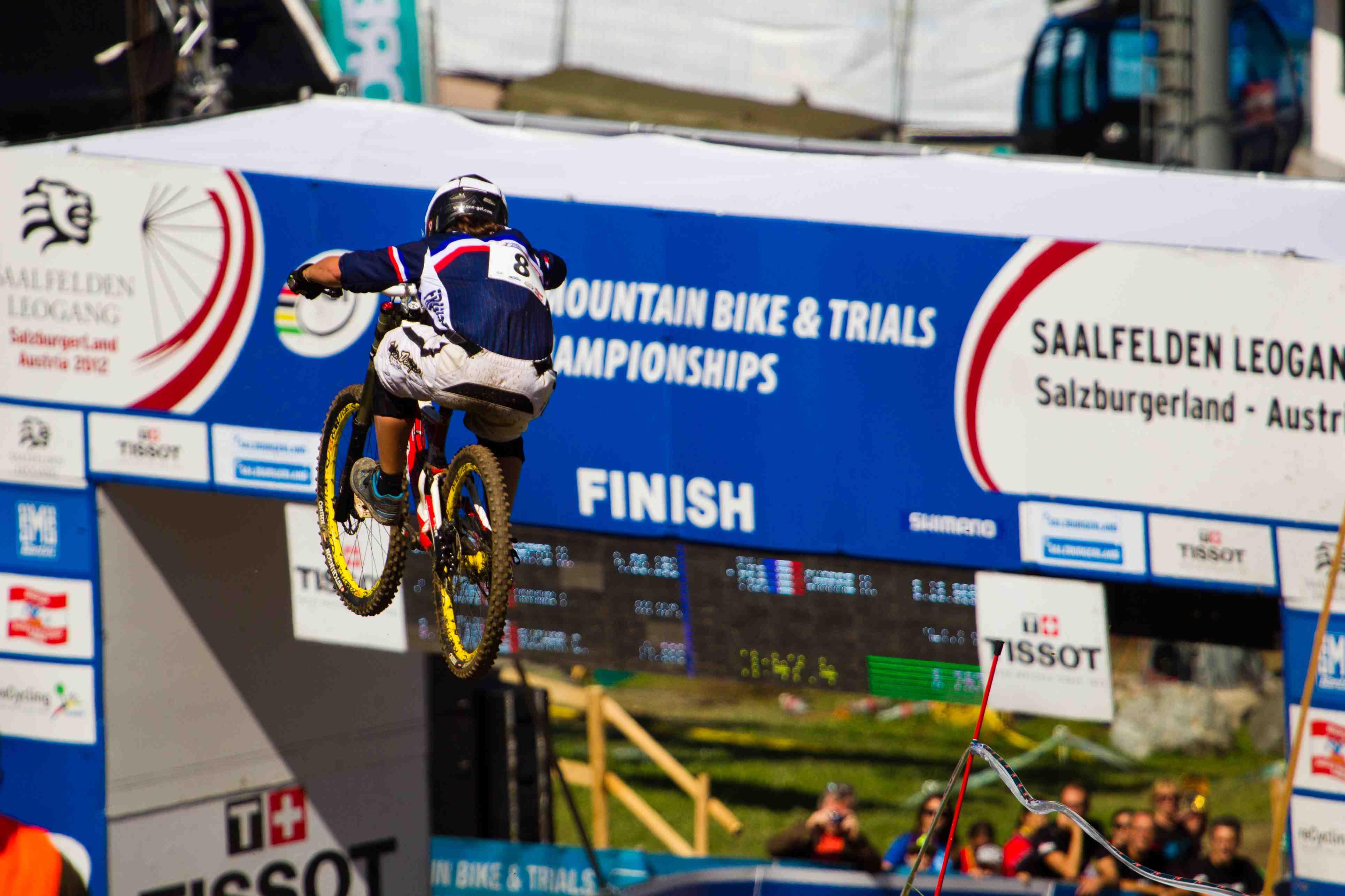 UCI DH World Champ Morgane Charre beim Titelgewinn 2012