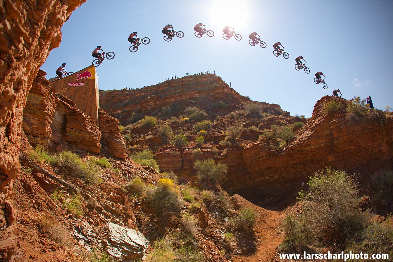 Ramon Hunziker hoch über der Wüste Utahs - Red Bull Rampage Canyon Gap 2013
